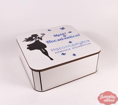 """Коробка """"Мрій! Посміхайся!"""" середня (метелики)"""